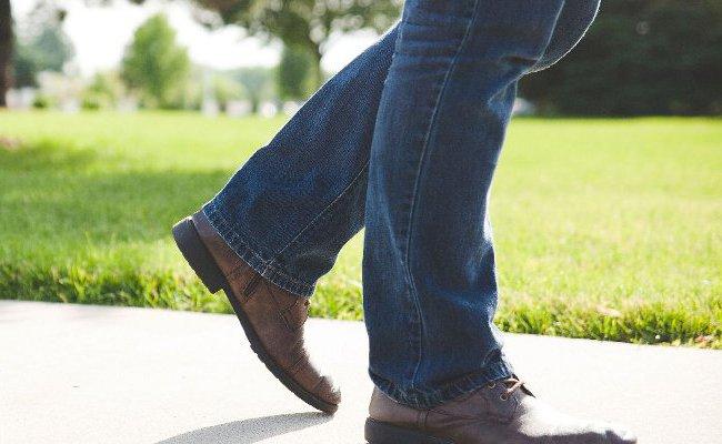 摺り足歩行